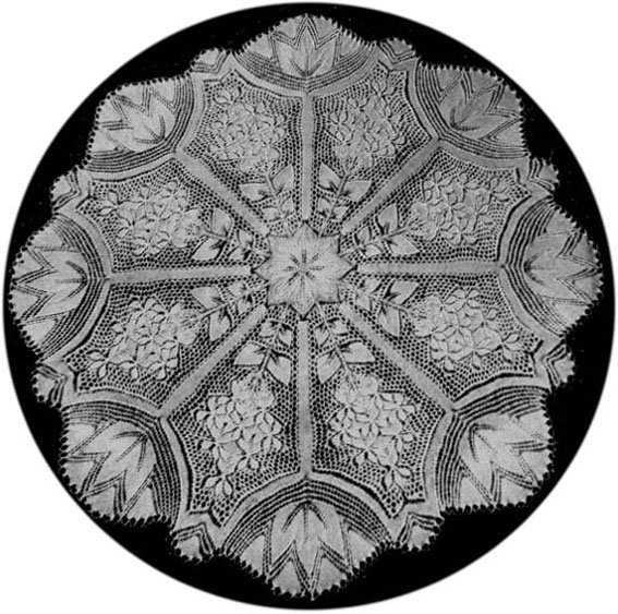 Flieder - Round Doily In Knitted Lace By Herbert Niebling